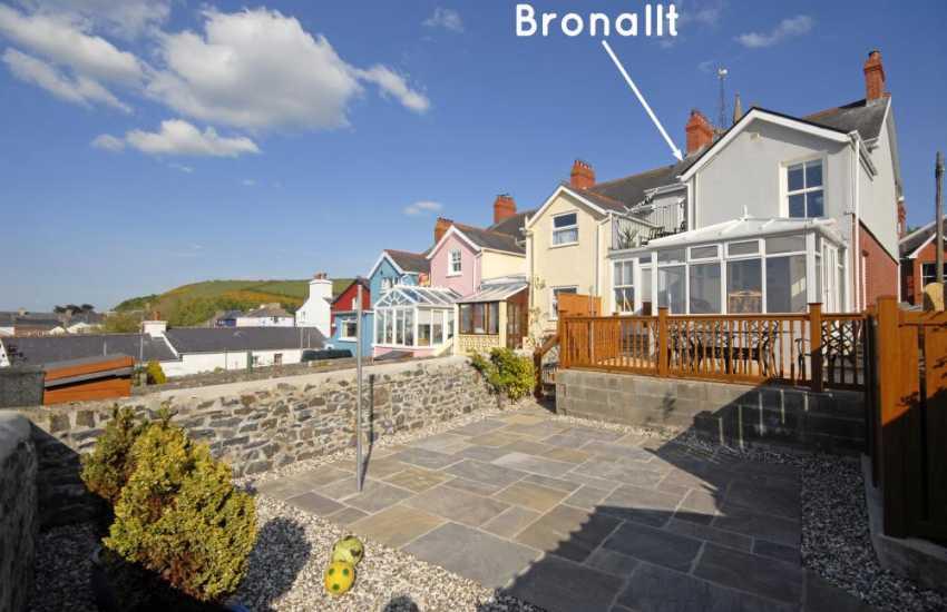 New Quay house for rent - courtyard garden