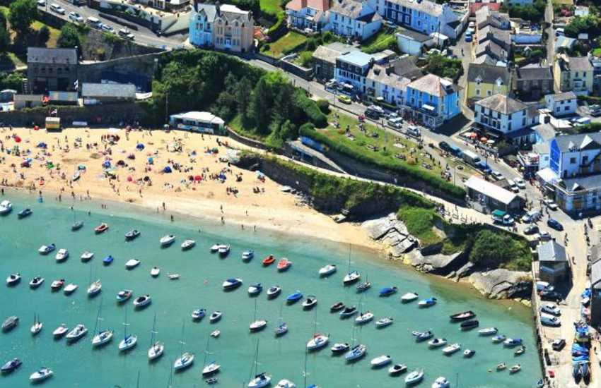 New Quay holiday home a short stroll from the harbour and beaches