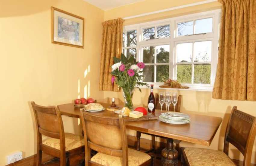 North Pembrokeshire holiday cottage  - dining area