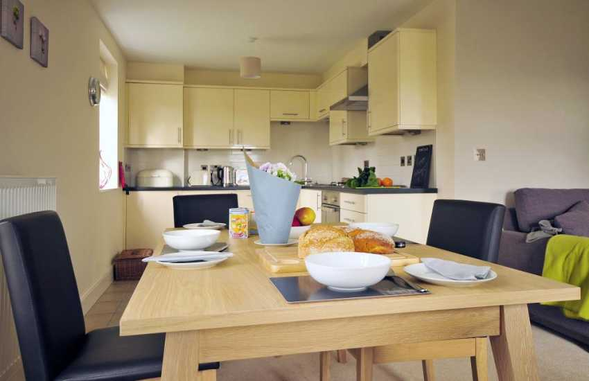 Holiday cottage for 4 Anglesey - dining room