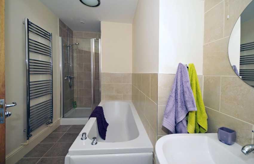 Anglesey holiday apartment Llangefni - bathroom