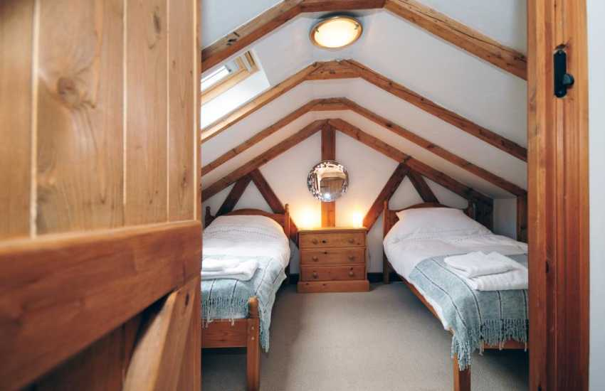 Anglesey holiday cottage twin bedroom