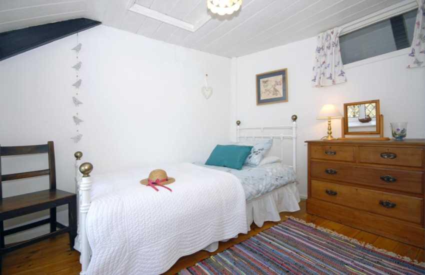 Pembrokeshire cottage sleeps 6 - single (with folding bed)