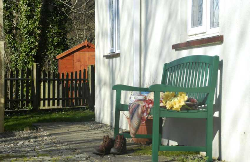 Pretty Pembrokeshire cottage with private gardens