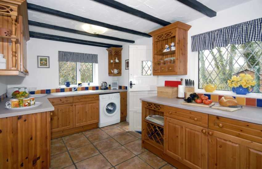 Self-catering holiday cottage, Solva - fully fitted kitchen