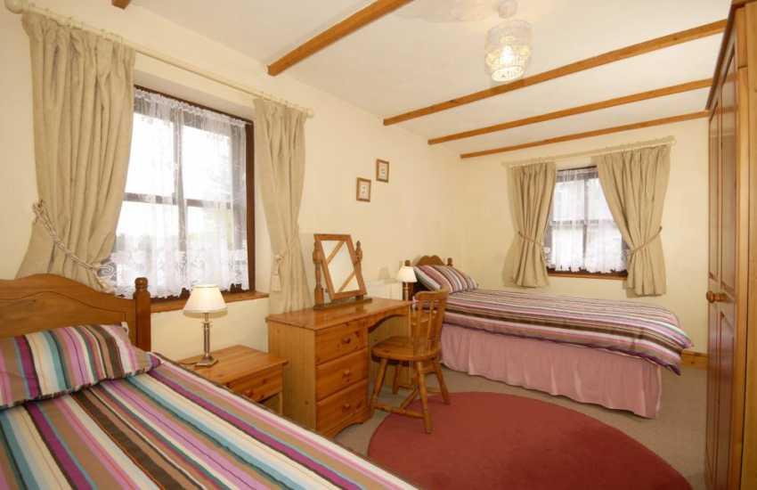 Holiday cottage Pembrokeshire - twin bedroom