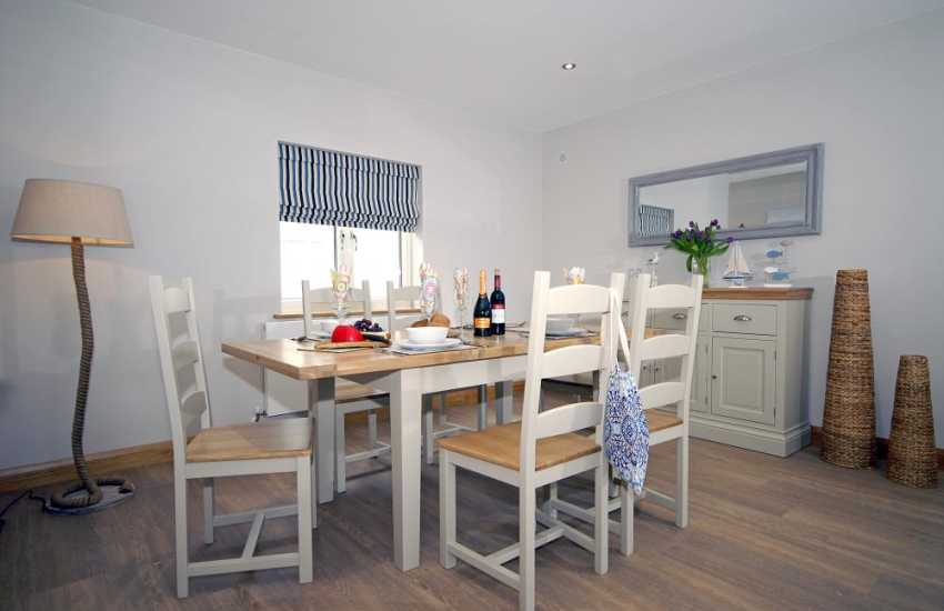 Milford Marina spacious apartment for rent - open plan dining area
