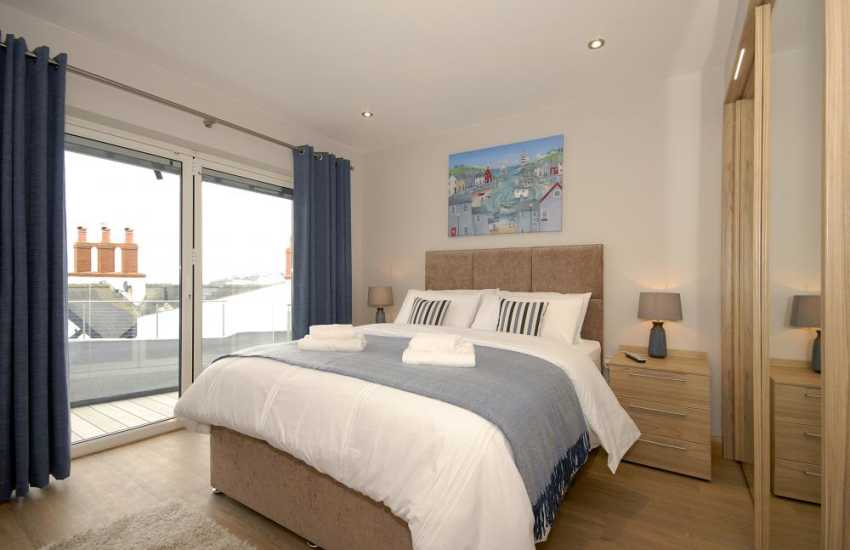 South Pembrokeshire holiday apartment – King size master bedroom with river views
