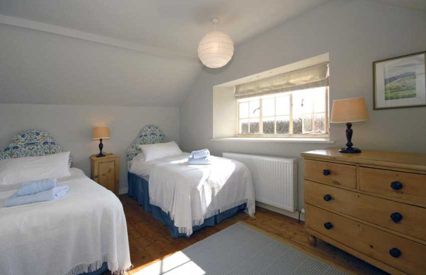 Pembrokeshire coastal holiday home sleeps 6 - twin