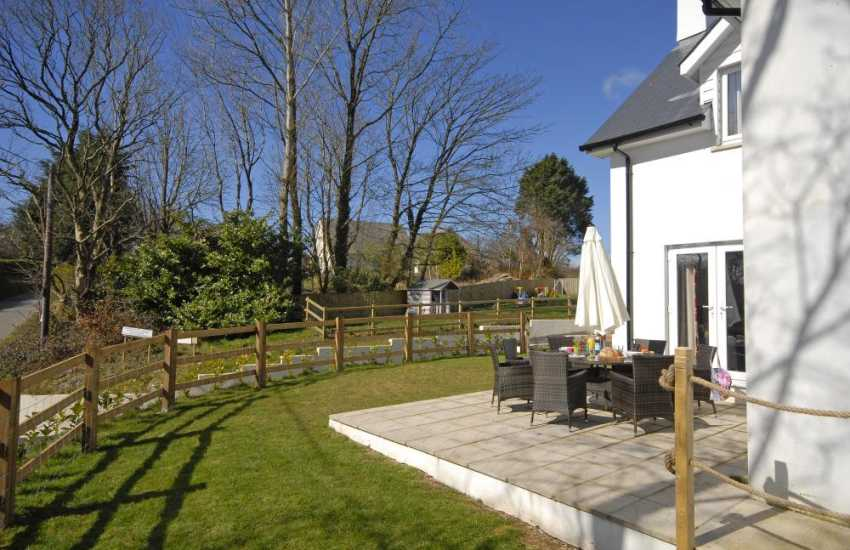 Pembrokeshire Coast holiday home with garden