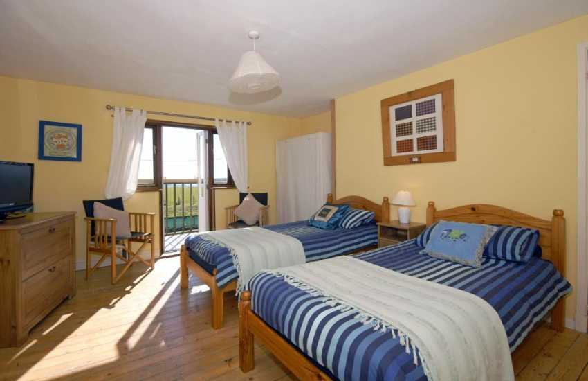 North Pembrokeshire holiday home sleeps 5 - twin with balcony and sea views