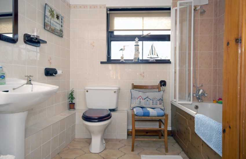 St Davids holiday house - family bathroom
