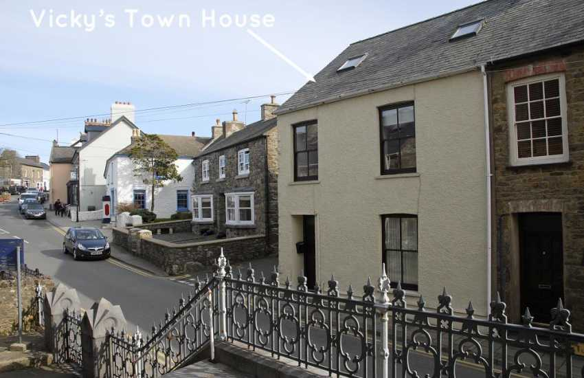 St Davids, Pembrokeshire town house  - pets welcome