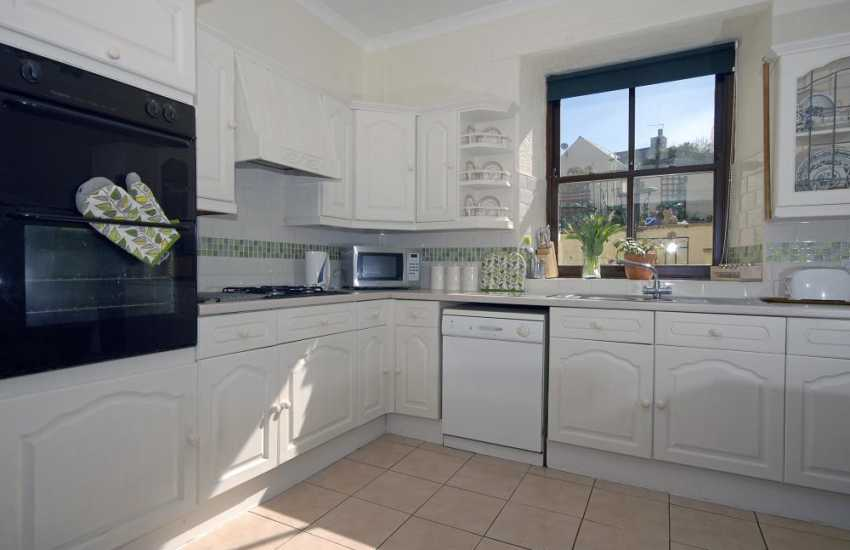 Self-catering holiday cottage Pembrokeshire - open plan kitchen/diner