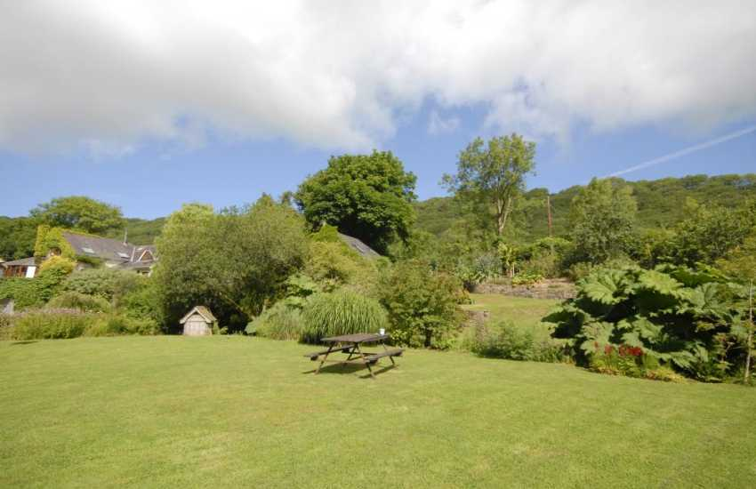 Gwaun Valley holiday cottage with magnificent grounds and water garde