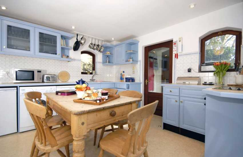 Gwaun Valley self-catering  holiday cottage - kitchen/diner