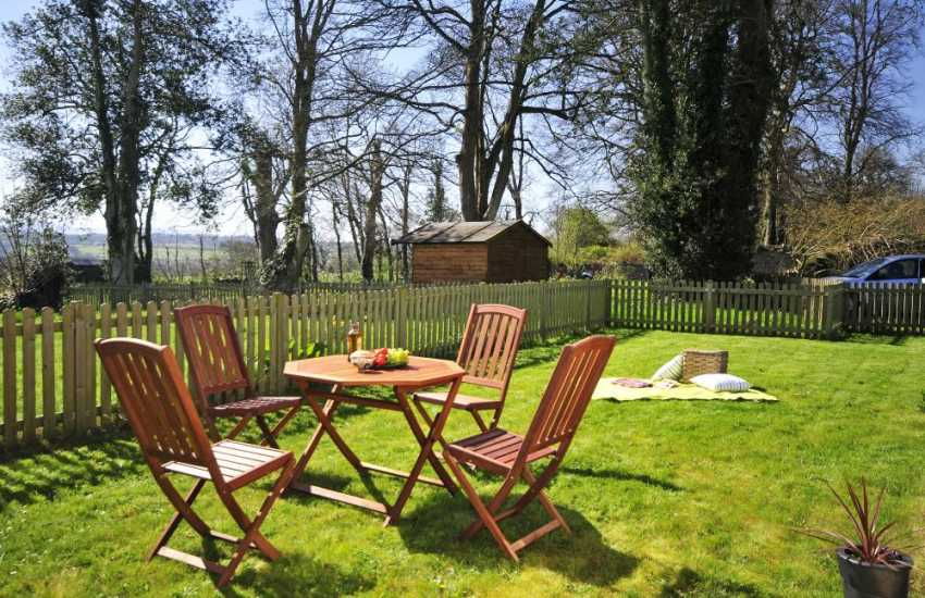 Llangefni apartment for holidays-garden