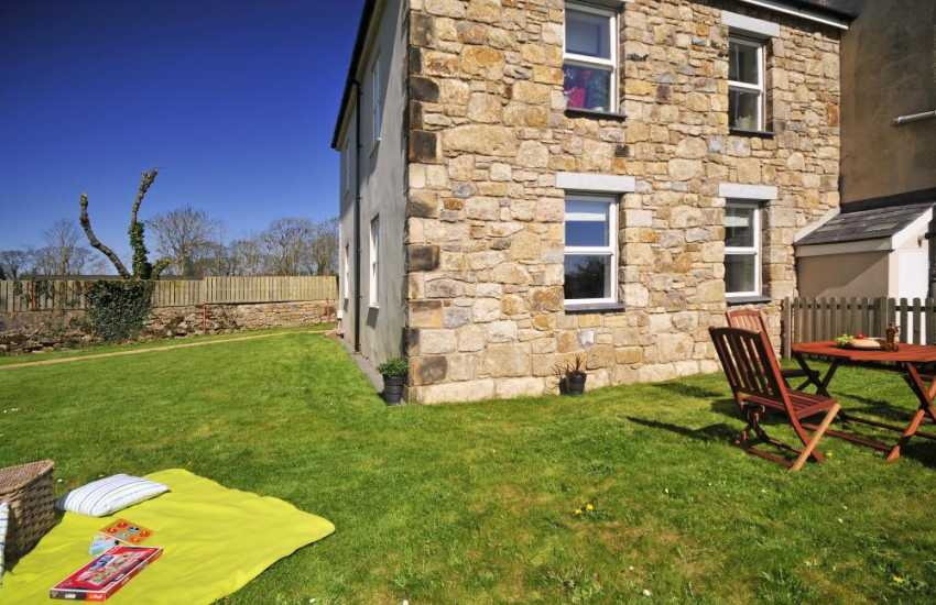 Apartment a short drive from Beaumaris for holidays
