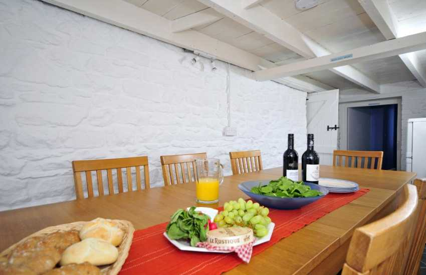 New Quay holiday cottage - dining room