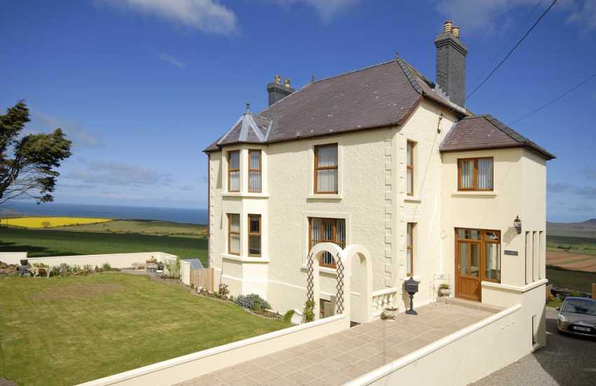 St Davids large holiday house with stunning coastal views - dogs welcome