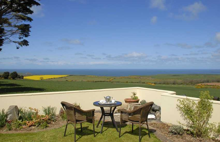 North Pembrokeshire large holiday home with stunning coastal views - pets welcome