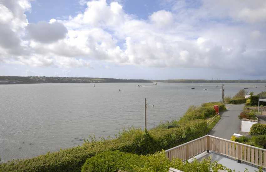 Enjoy stunning views across the ever-changing Haven Waterway from this luxurious holiday home