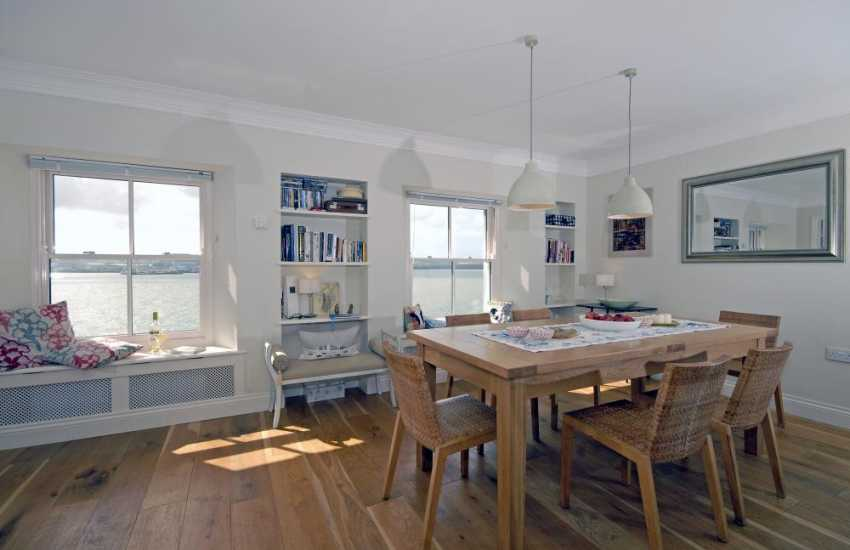 Haven Waterway holiday house - dining area with river views