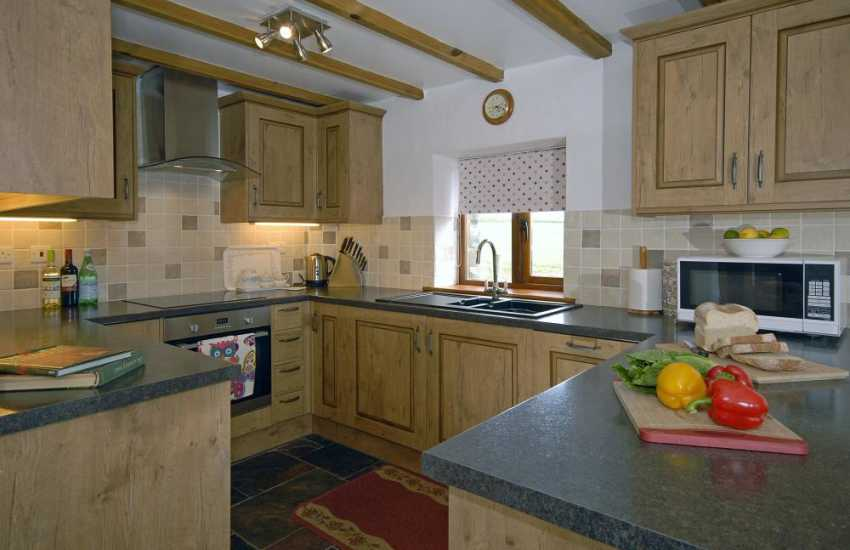 Self catering Pembrokeshire cottage - fully fitted kitchen