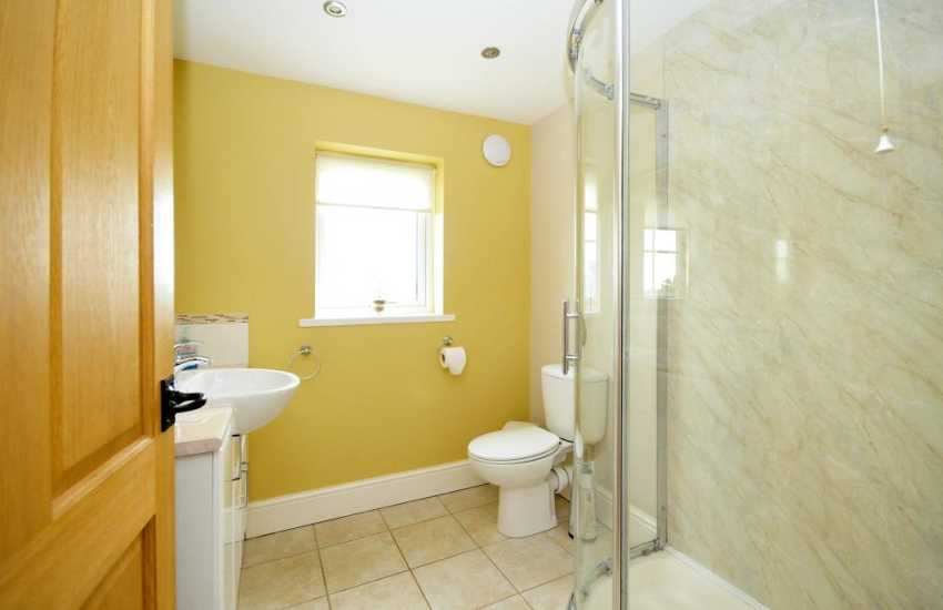 Porth Lago short walk from holiday home - Shower room on 1st floor