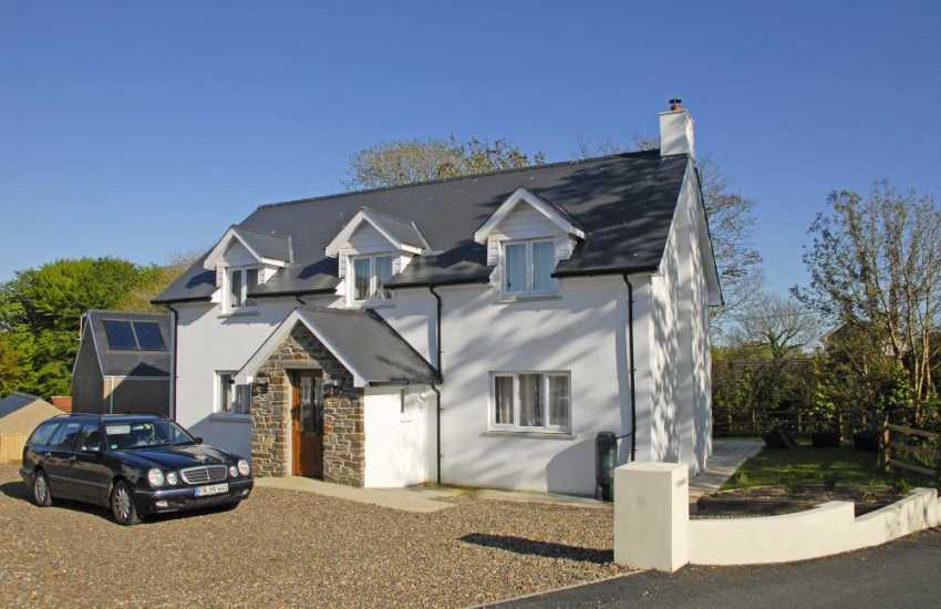 Newgale Sands modern holiday home with garden - pets welcome