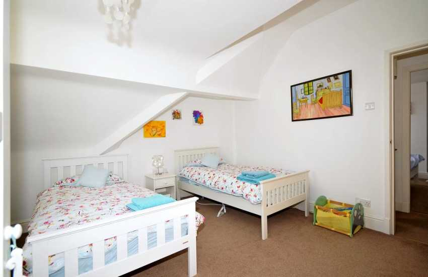 Criccieth holiday cottage -  twin bedroom