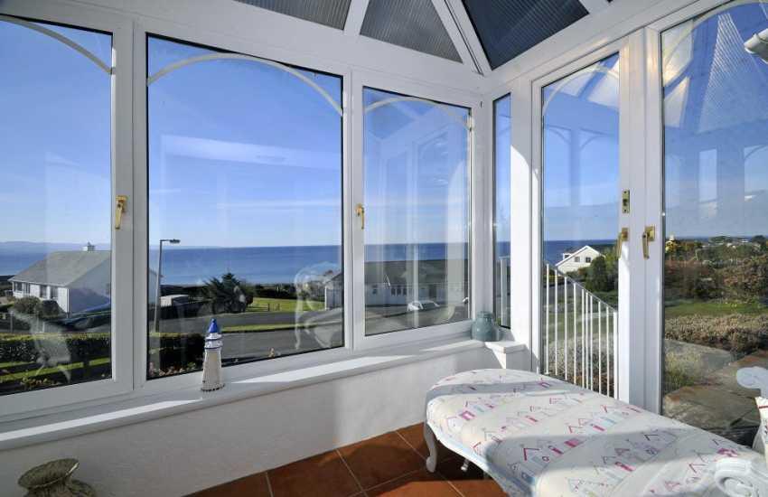 Criccieth holiday cottage -  sea views