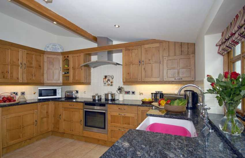 Self catering Pembrokeshire cottage - luxury fitted kitchen