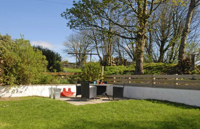 Newgale Sands holiday cottage with enclosed private garden