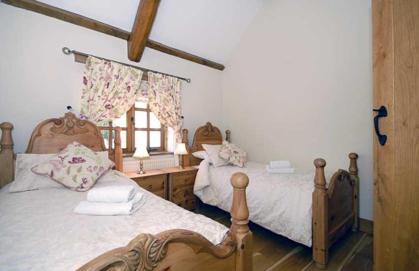 Cottage in North Pembrokeshire sleeps 6 - twin bedroom