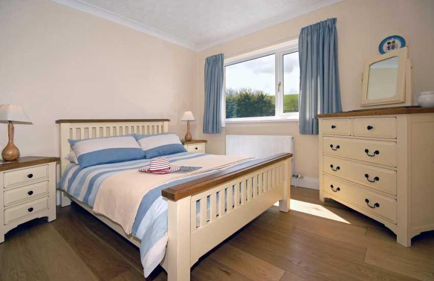 Teify Estuary holiday bungalow sleeping 7 - double