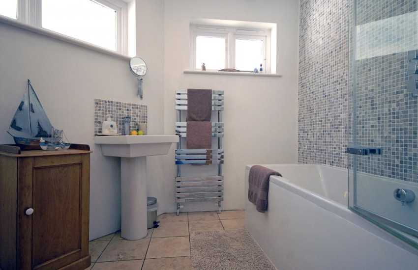North Pembrokeshire holiday cottage - ground floor bath/shower room