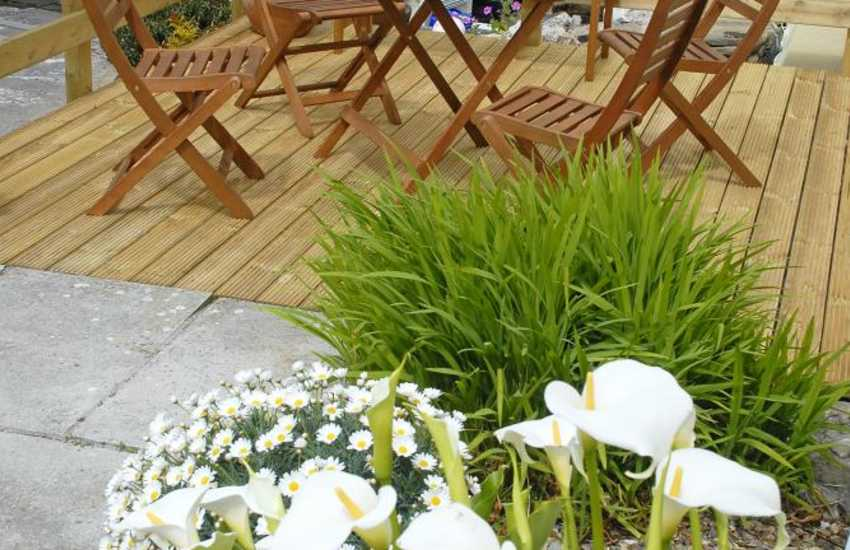Pet friendly holiday apartment in Pembroke with shared courtyard garden
