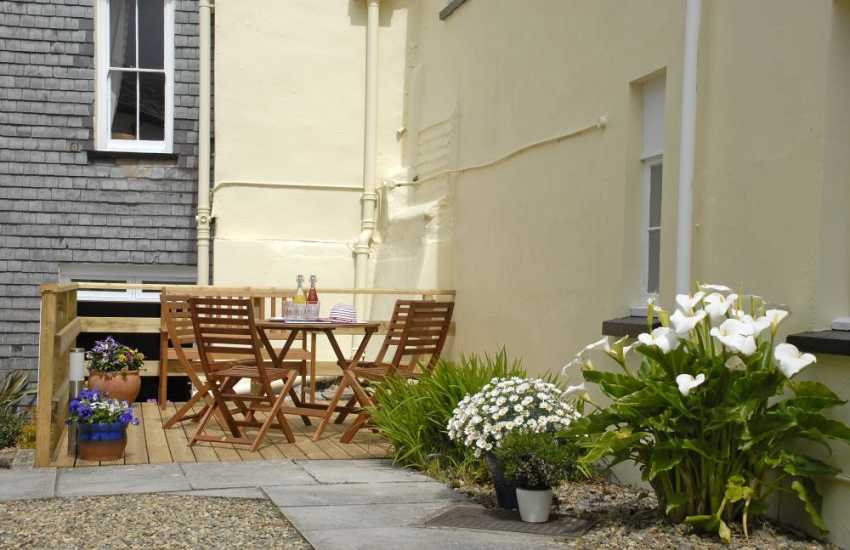 Pembroke town centre holiday apartment with courtyard garden