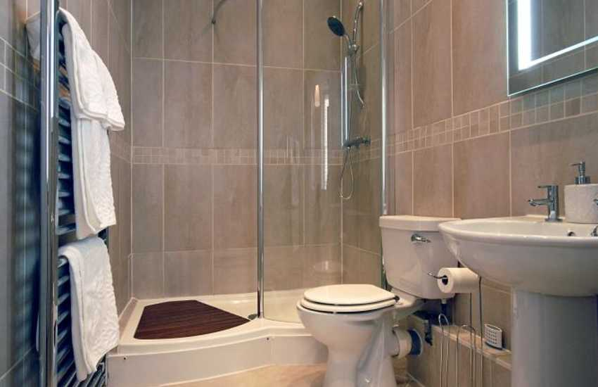 Pembrokeshire holiday cottage - luxury ensuite shower room