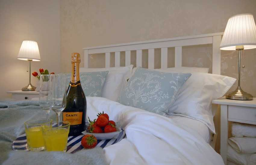 Romantic retreat in Pembroke - holiday Cottage for 2