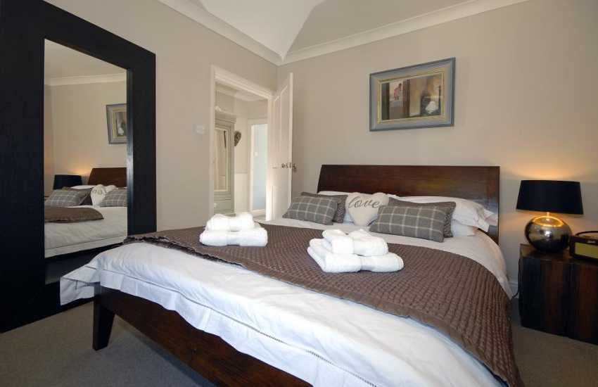 Pembrokeshire coastal cottage – king size master bedroom