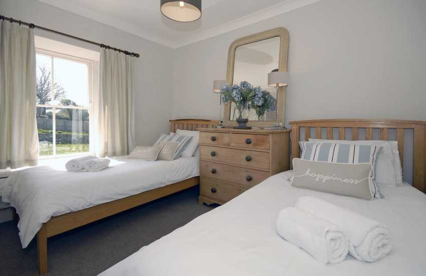 St Davids holiday cottage sleeps 5 - twin