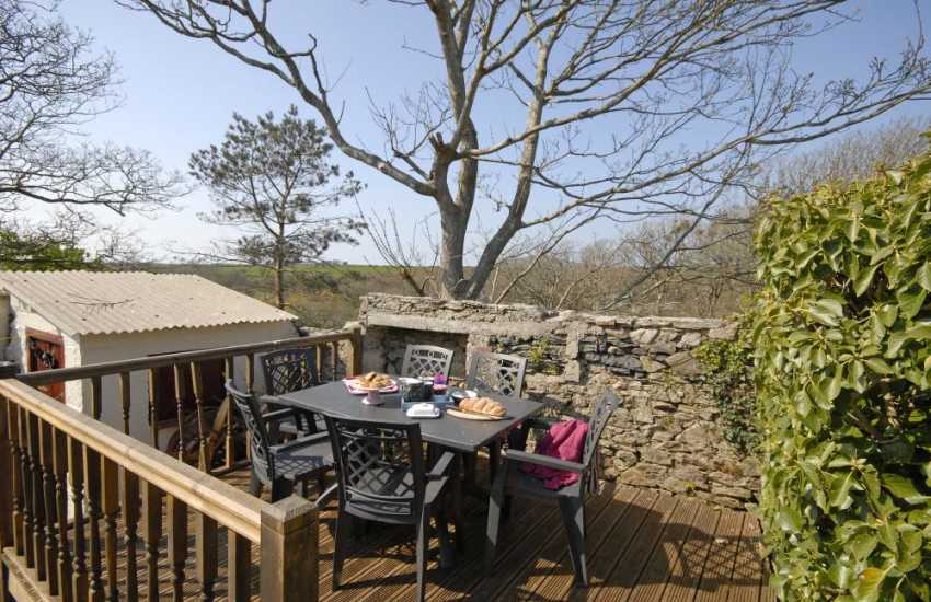 St Davids Peninsula holiday cottage - deck area for alfresco dining