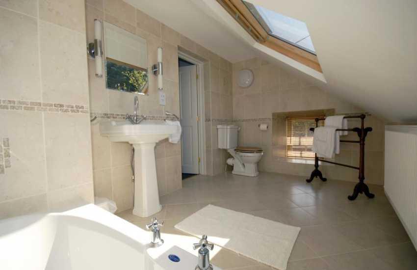 St Davids holiday cottage - en-suite bathroom