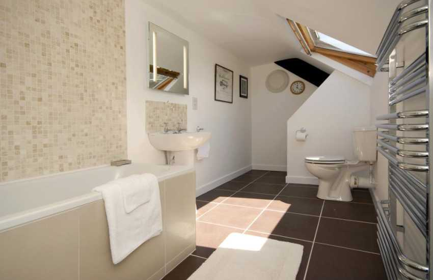 Cottage on the St Davids Peninsula - family bathroom