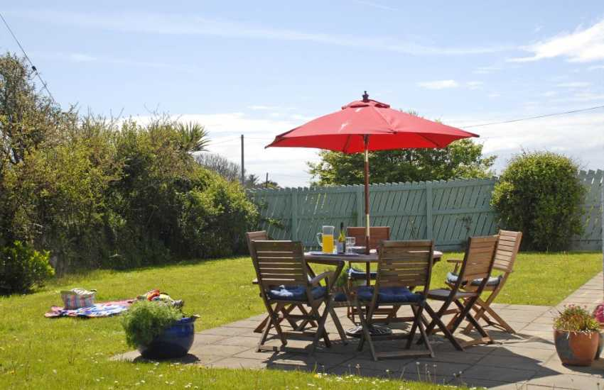 Dog friendly Pembrokeshire holiday home with enclosed gardens