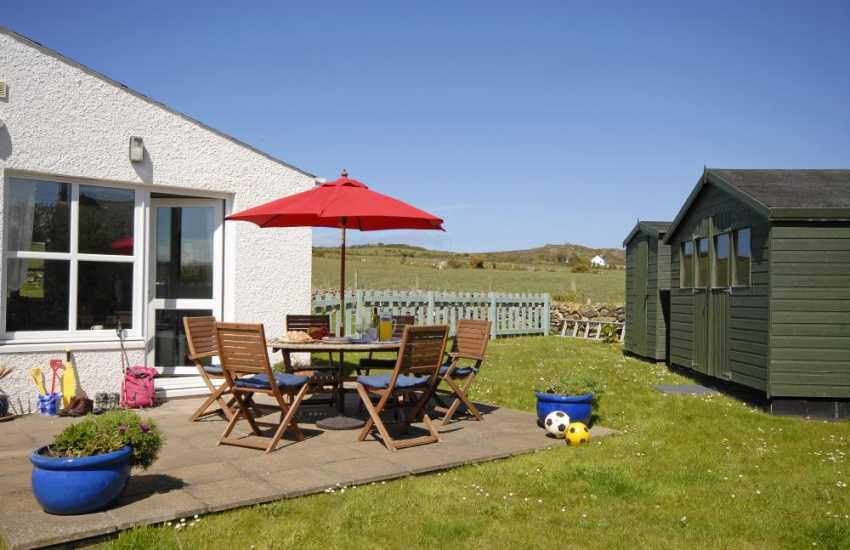 Pet friendly Pembrokeshire holiday home with enclosed gardens