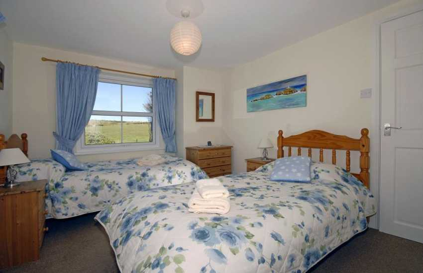 Pembrokeshire holiday home near Newport sleeps 6 - twin