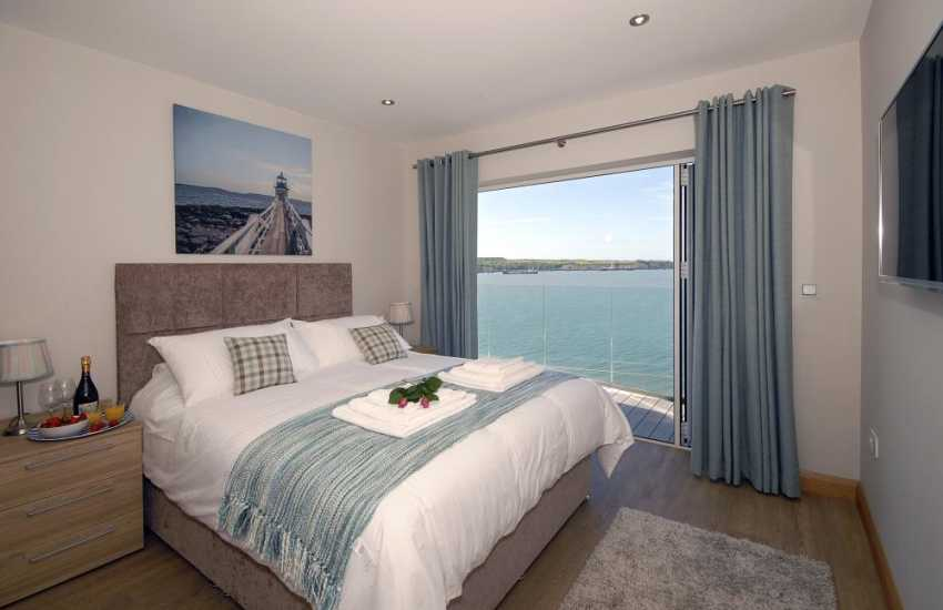 South Pembrokeshire holiday apartment – King size master bedroom with t.v. and river views